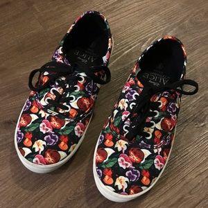 Disney Alice in Wonderland Girl's Shoes Sz 6
